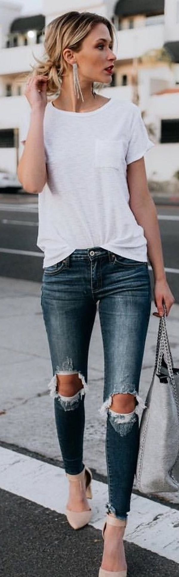 #spring #outfits  woman in white t-shirt holding gray handbag. Pic by @vicidolls