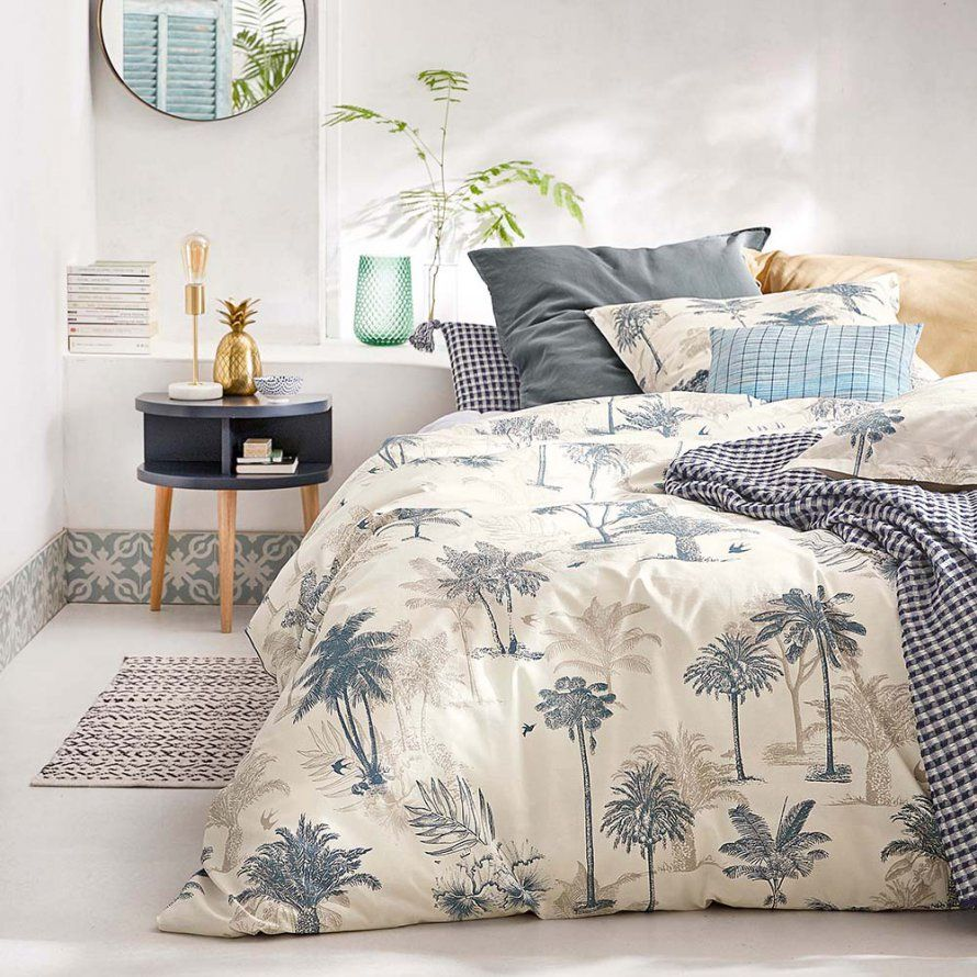 une parure de lit classique mais chic descamps maison decoration pinterest parure de. Black Bedroom Furniture Sets. Home Design Ideas