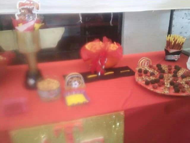 Mesa de dulces cars