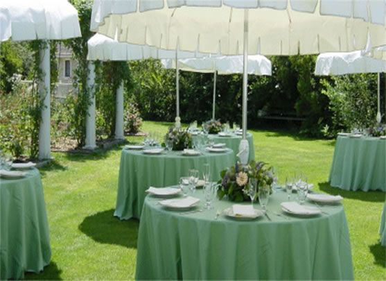 Round Tables Umbrellas For Garden Wedding