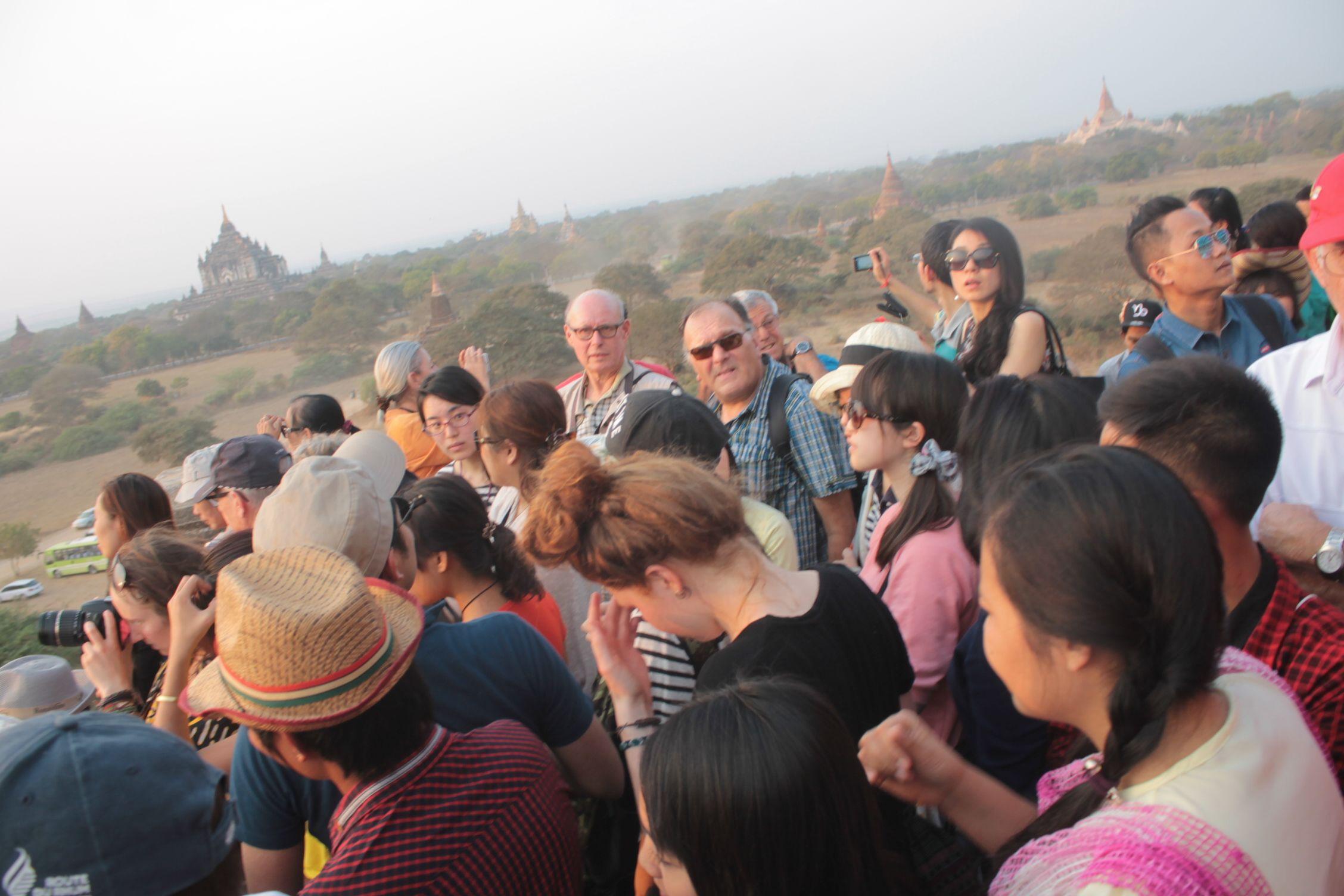 Compartiendo la puesta de sol con 100 turistas más en Bagan