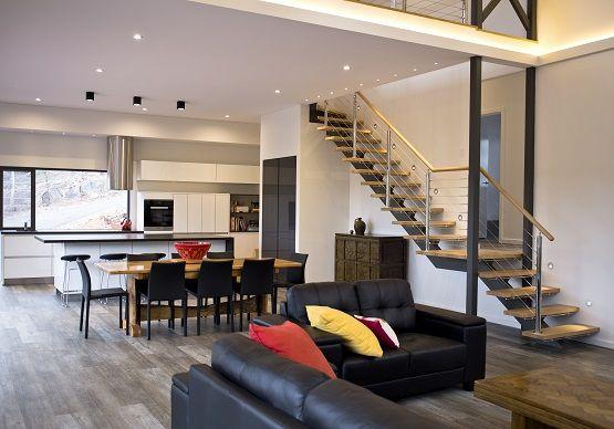 Best Iconic Rhs Steel Spine Staircase Design 640 x 480