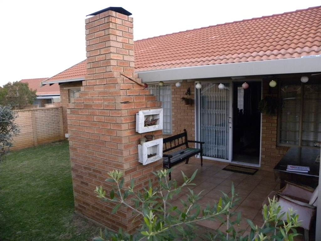 2 Bed Townhouse In Willow Park Manor Park Manor Willow Park Built In Braai