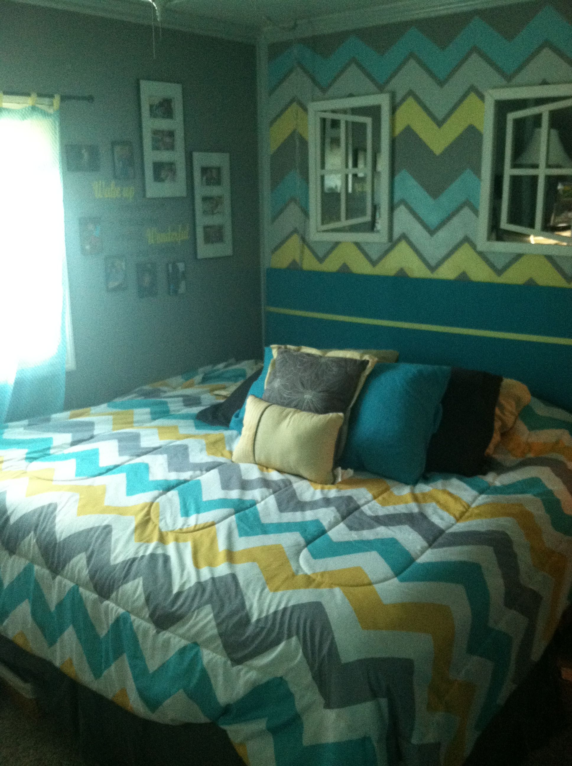 Chevron themed bedroom using yellow gray turquoise - Grey and turquoise bedroom ideas ...