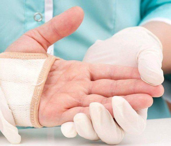 اعراض النقرس وعلاجه النقرس هو التهاب مفاصل يصيب الملايين من الناس كل سنة.  يعاني مرضى