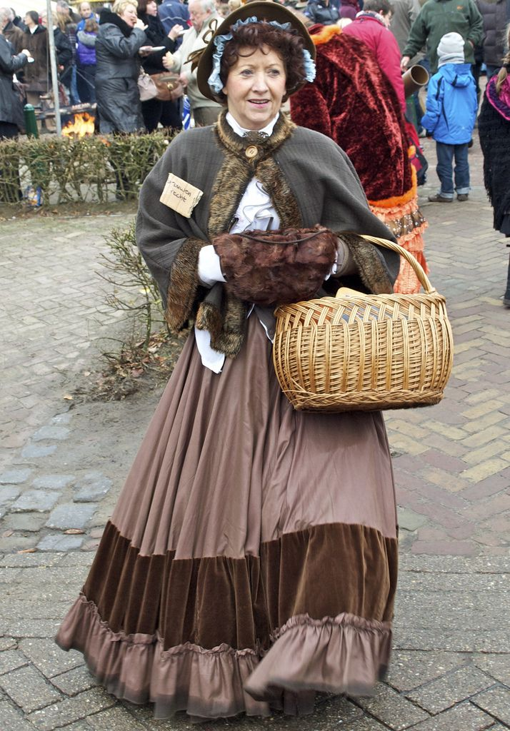 Charles Dickens Festival, Wintelre, NL 12/2010 (With images) | Dickens dress, Charles dickens ...