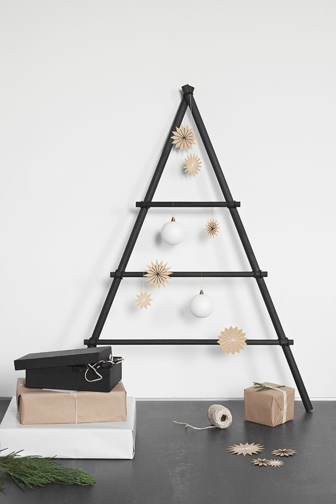 Moderner Weihnachtsbaum.Moderner Weihnachtsbaum Aus Rundstaben Und Haargummis