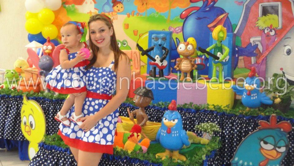 O vestido galinha pintadinha também veste mãe e filha  Vestido Galinha Pint
