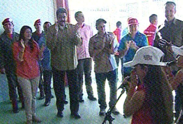 @vencedor_ribas : RT @diariopanorama: Presidente Nicolás Maduro visita centro de los Clap en Cumaná https://t.co/PuUv8kJDiH https://t.co/Bif470KKx3