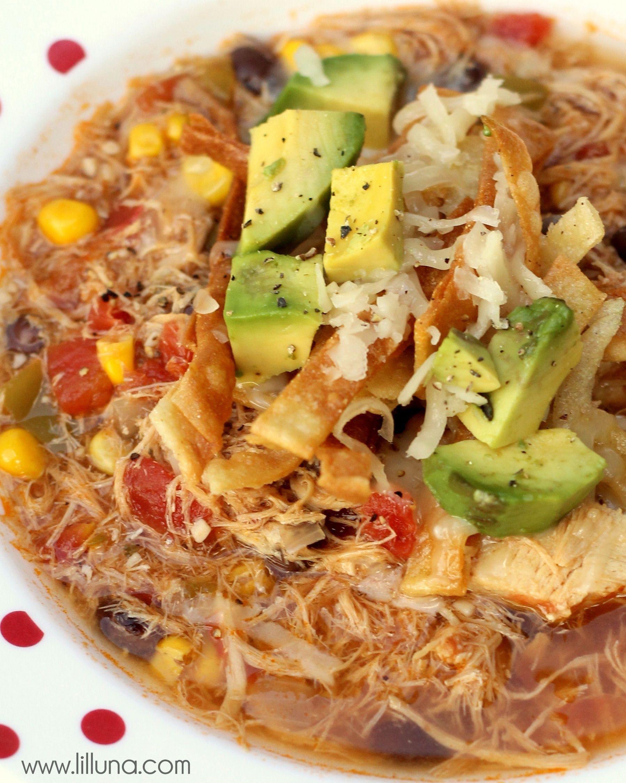 Chicken Tortilla Soup #chickentortillasoup Delicious Chicken Tortilla Soup recipe on { lilluna.com } #soup #chickentortillasoup
