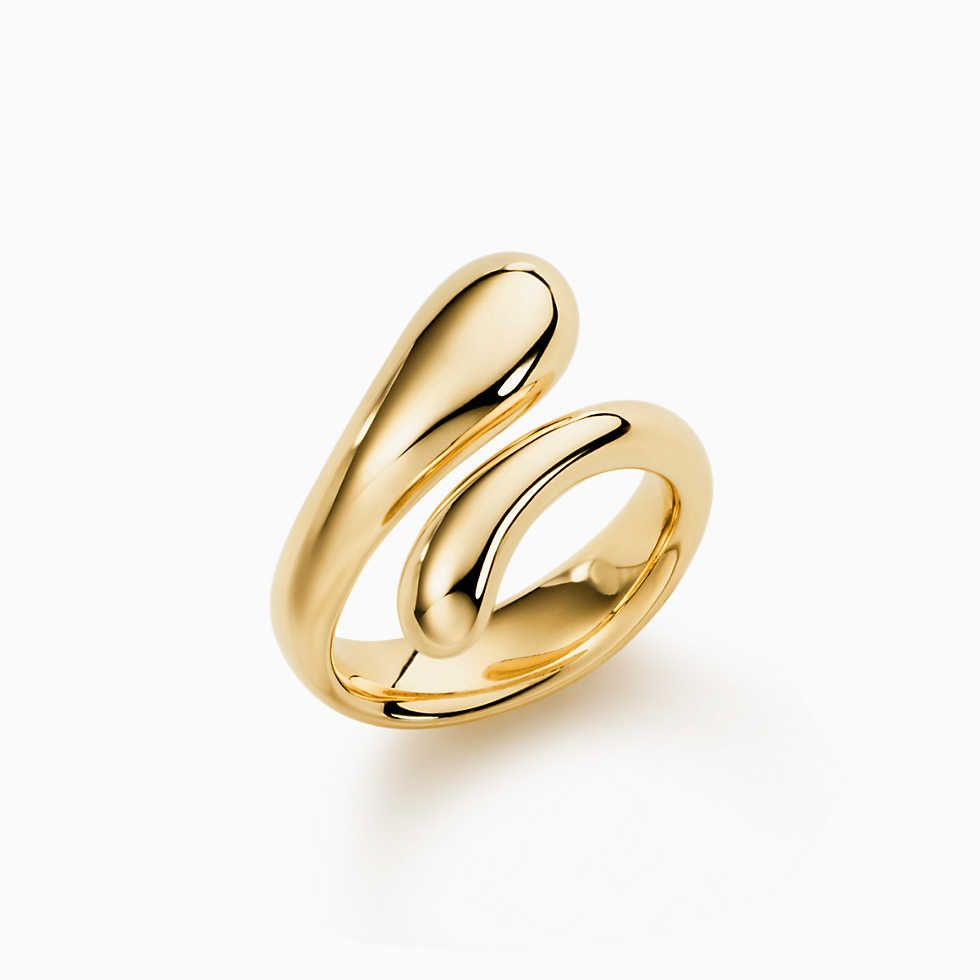 Elsa Peretti® Teardrop ring in 18k gold.
