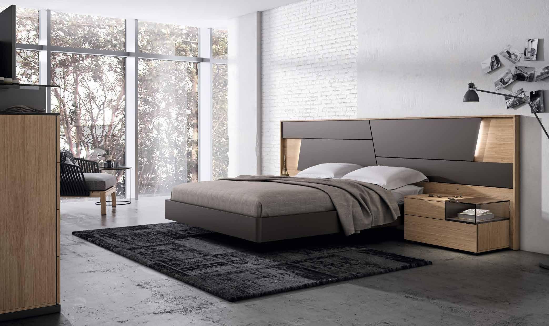 El dormitorio collage destaca por su cabecero con formas poligonales ...