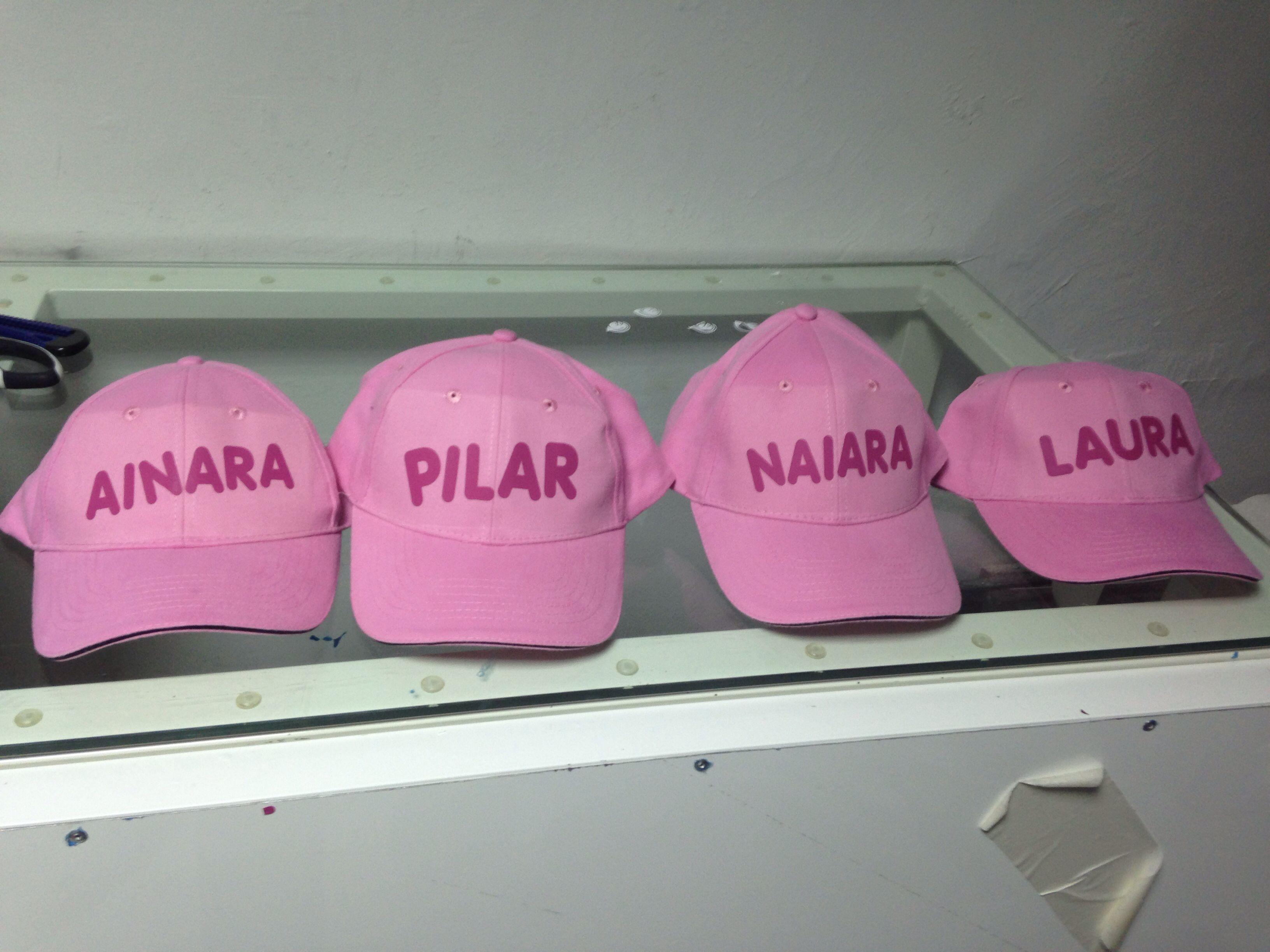 0747bdb1306b Gorras rosas personalizadas con nombre o frase en color fucsia ...