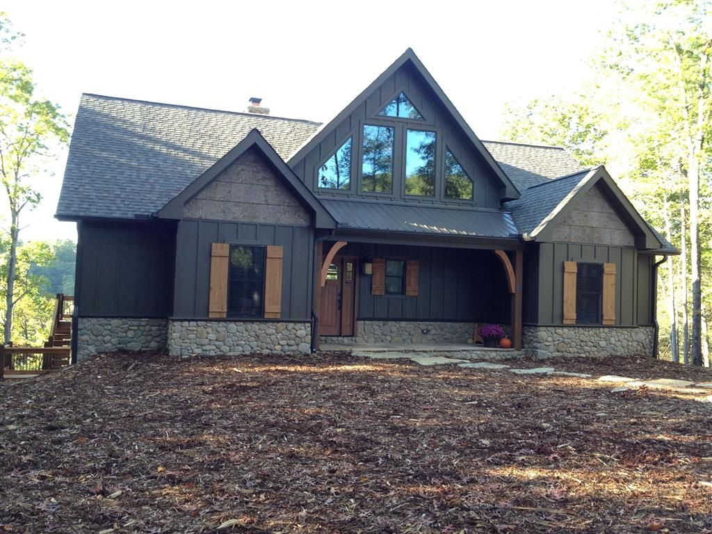 Exterior house pictures mountain designs house and cabin for Lake house exterior paint colors