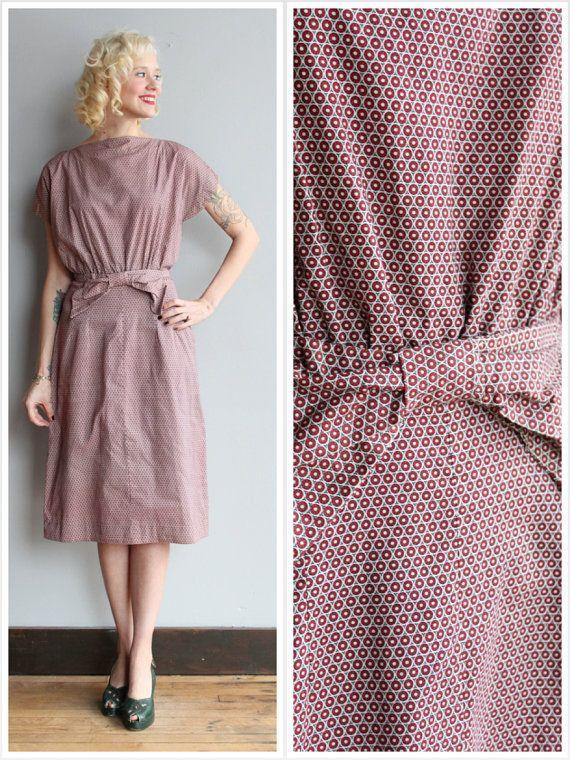 Ehi, ho trovato questa fantastica inserzione di Etsy su https://www.etsy.com/it/listing/263922790/anni-1950-abito-puntini-bow-dress-tubino