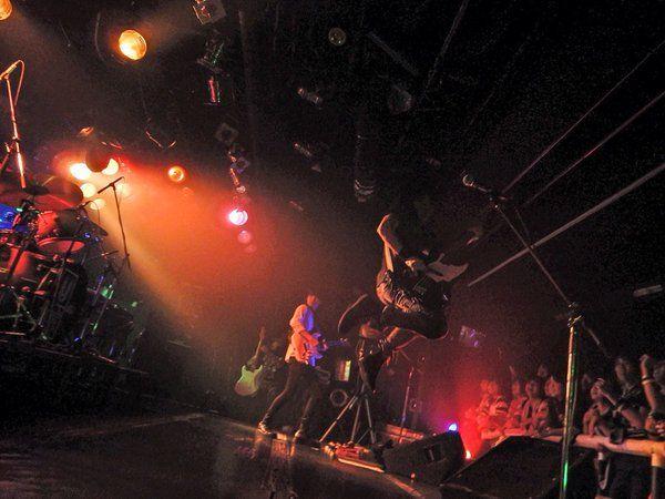 151114_ユニゾン全国各地を巡っています。UNISON SQUARE GARDEN TOUR 「プログラムcontinued」来年1/28(木)NHKホールまで開催中!1/27(水)には日本武道館ワンマンライブのDVDをリリース!お楽しみに。 _2