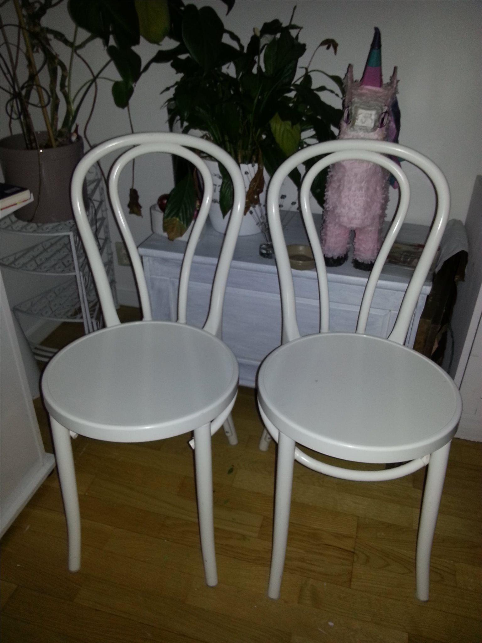 Annons på Tradera: 2 st vita retro stolar öglan IKEA