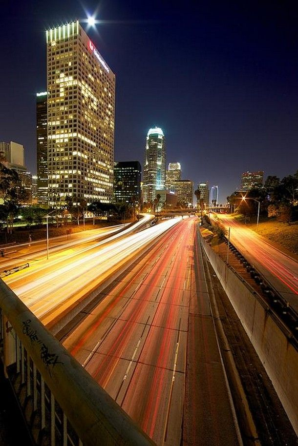 25 Urban Examples Of City Light Photography http://list25.com/25-urban-examples-of-city-light-photography/