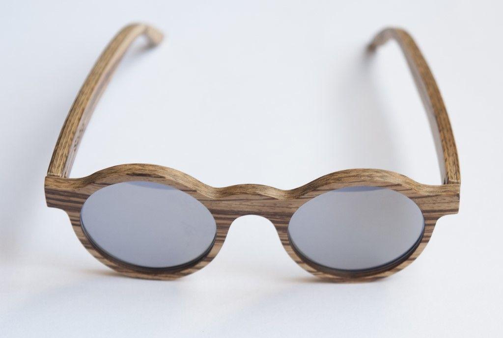 #Gafasdemadera modelo 'Soho'. #Madera de #zebrano y #lentes espejo #plata. www.moler.es  #Woodglasses Soho model. #Zebrawood with silver mirror #lenses.   www.moler.es