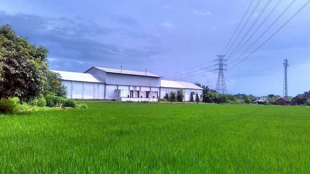 Bangunan Pabrik Bonjot Berada Di Desa Krasak Kecamatan Pecangaan Kabupaten Jepara Tepatnya 175 Km Dari Kabupaten Jepara Didirikan P Pedesaan Bangunan Modern