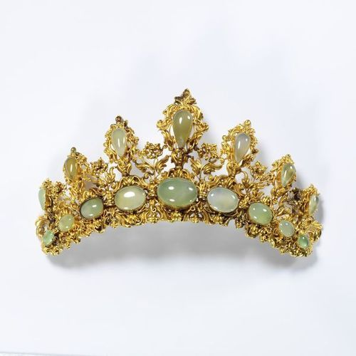 Tiara. Circa 1835. United Kingdom. #gems #jewels #jewelry #fashion #style #accessories #PreciousStones #gold