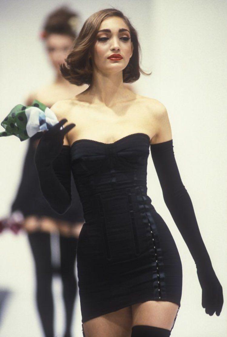 That S So Haute On Twitter Fashion 90s Fashion Fashion Inspo Outfits [ 1111 x 749 Pixel ]