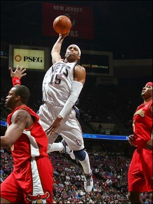 new style 940e9 551fd The New Jersey Nets player Vince Carter goes and hits a huge ...