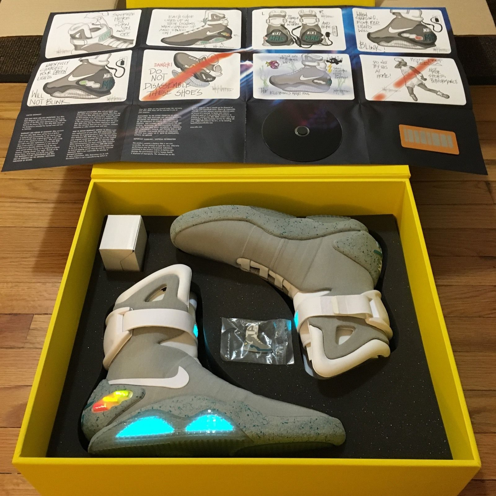 Air Mag Back To The Future Ebay 2011 Nike Air Mag Marty Mcfly Back To The Future Ii Bttf Sneakers Size 10 Ebay Nike Air Mag Nike Shoes Nike Mag