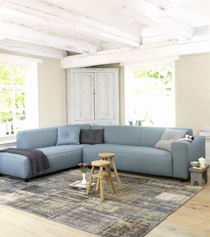 Blauwe Design Bank.Witte Houten Inrichting Met Blauwe Bank Van Coming Lifestyle