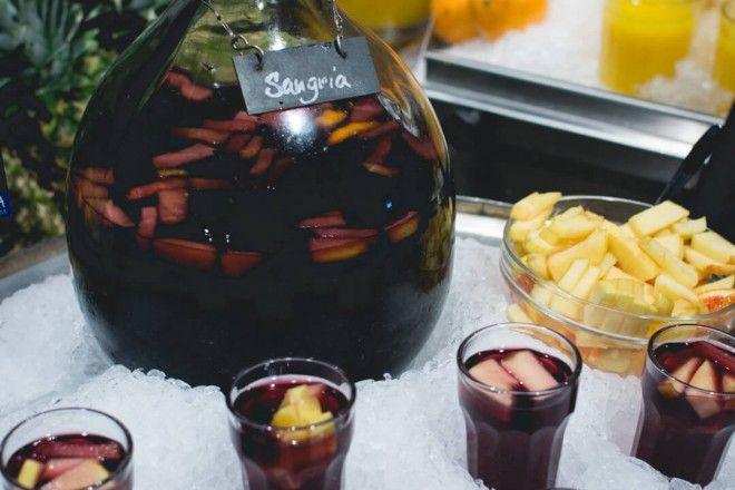 foodiesfeed.com_ice-cold-sangria_low