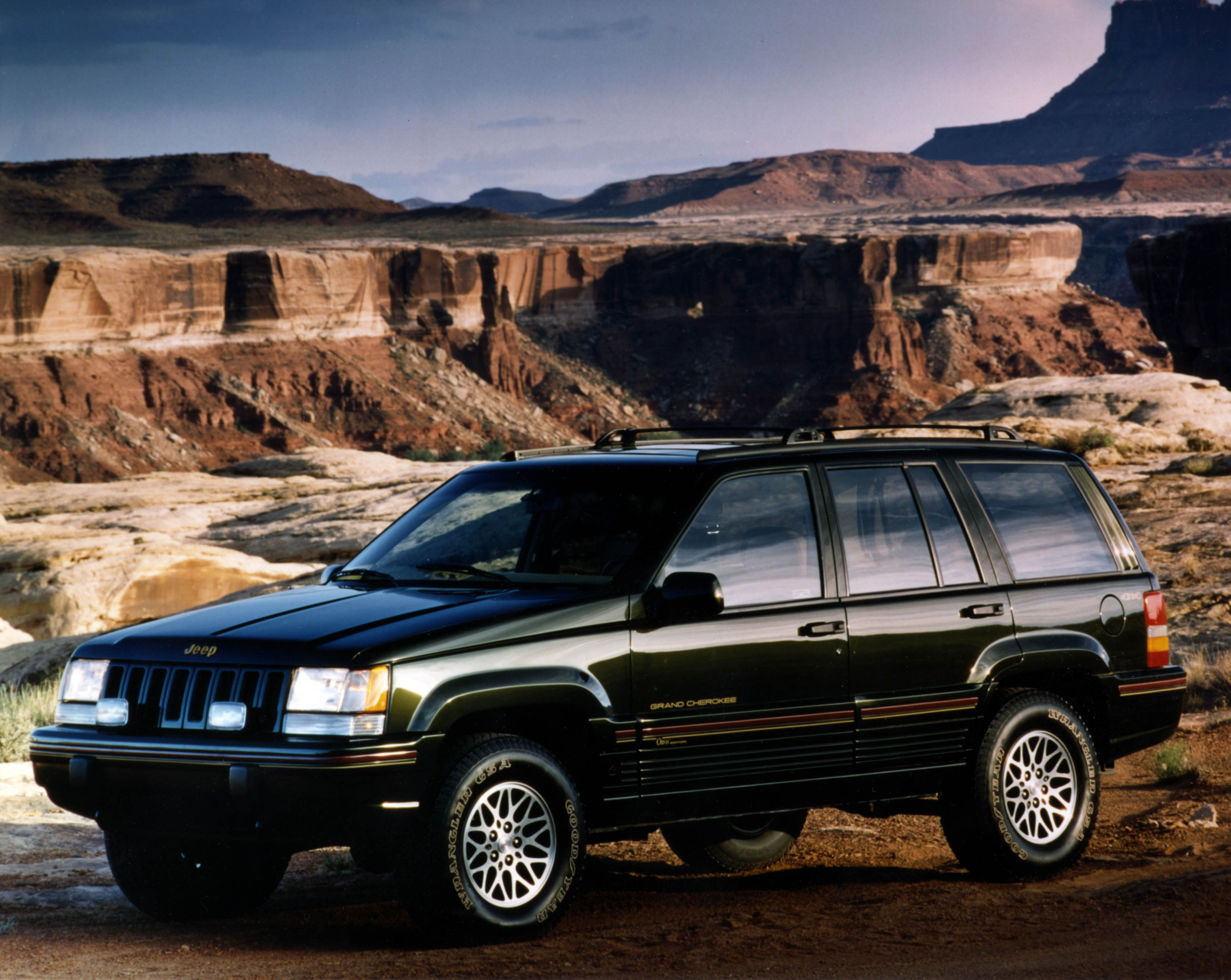 1993 1995 the jeep grand cherokee zj was all about providing an ideal luxury mid size suv. Black Bedroom Furniture Sets. Home Design Ideas