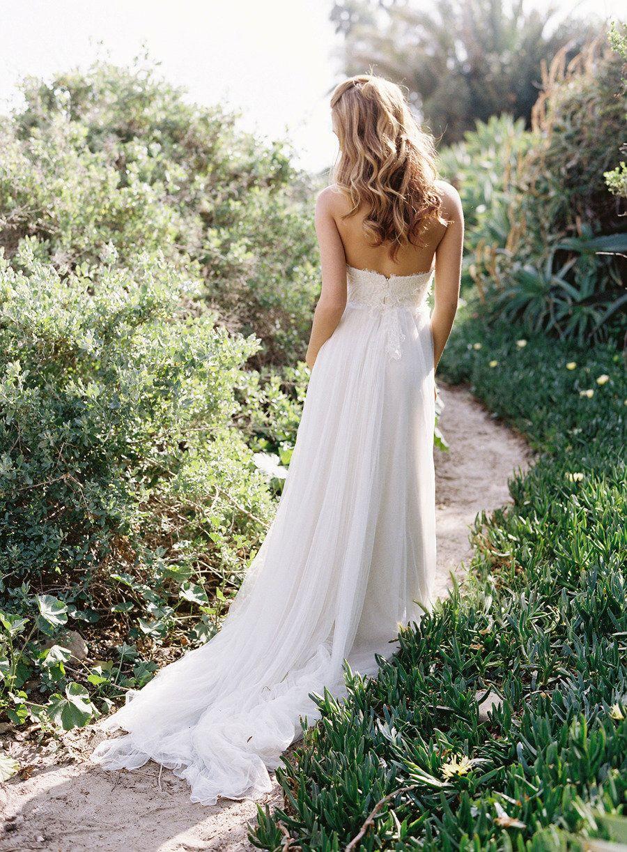 10 Wedding Color Palettes We Love Wedding Dresses Summer Wedding Dress Wedding Dresses Lace [ 1222 x 900 Pixel ]