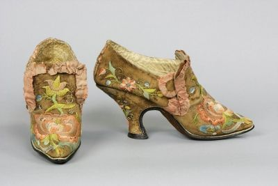 Pair of richly-embroidered shoes, 18th Century, German. deerskin leather; silk thread embroidery