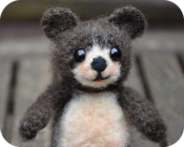 Grietjekarwietje: Crochet Pattern: Bear Pom / Free Amigurumi little bear pattern Pom