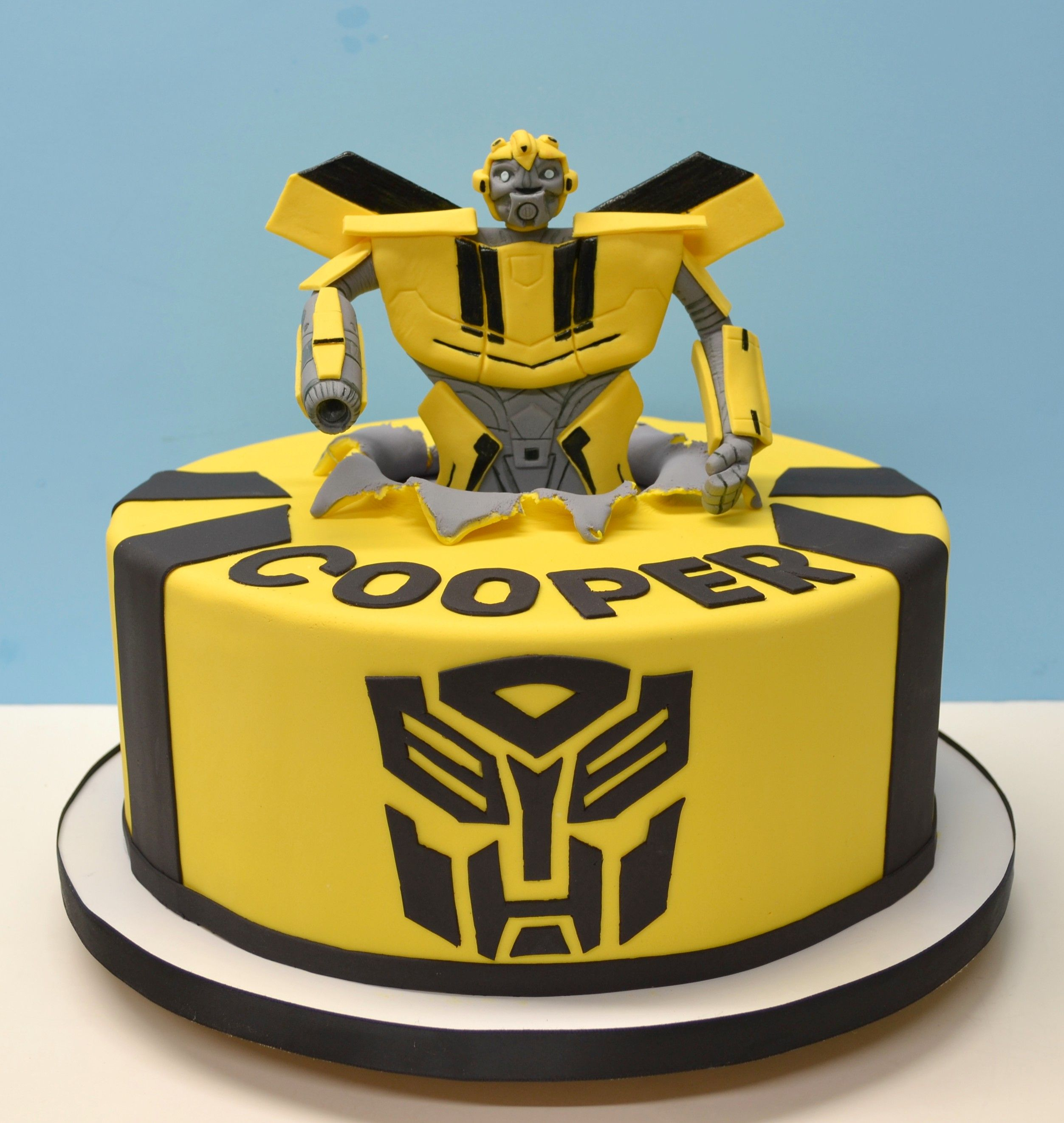 Transformer Bumble Bee Cake In 2019 Bumble Bee