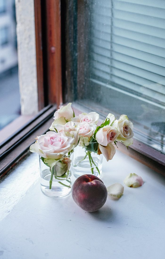 'I like to put ripe fruits and flowers in front of an open window, that way you can smell their scent when the night wind is blowing gently through the window.' When doves cry - Suvi sur le vif | Lily.fi
