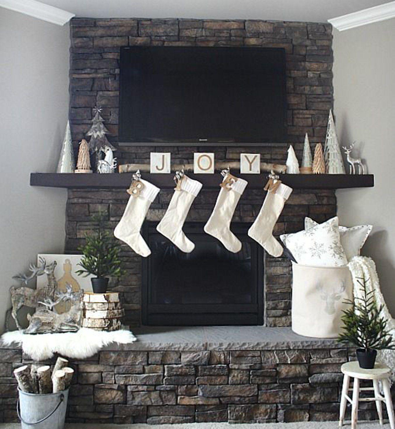 nos id es canon pour une d co blanche de no l pinterest d co de no l chemin e et chaussettes. Black Bedroom Furniture Sets. Home Design Ideas