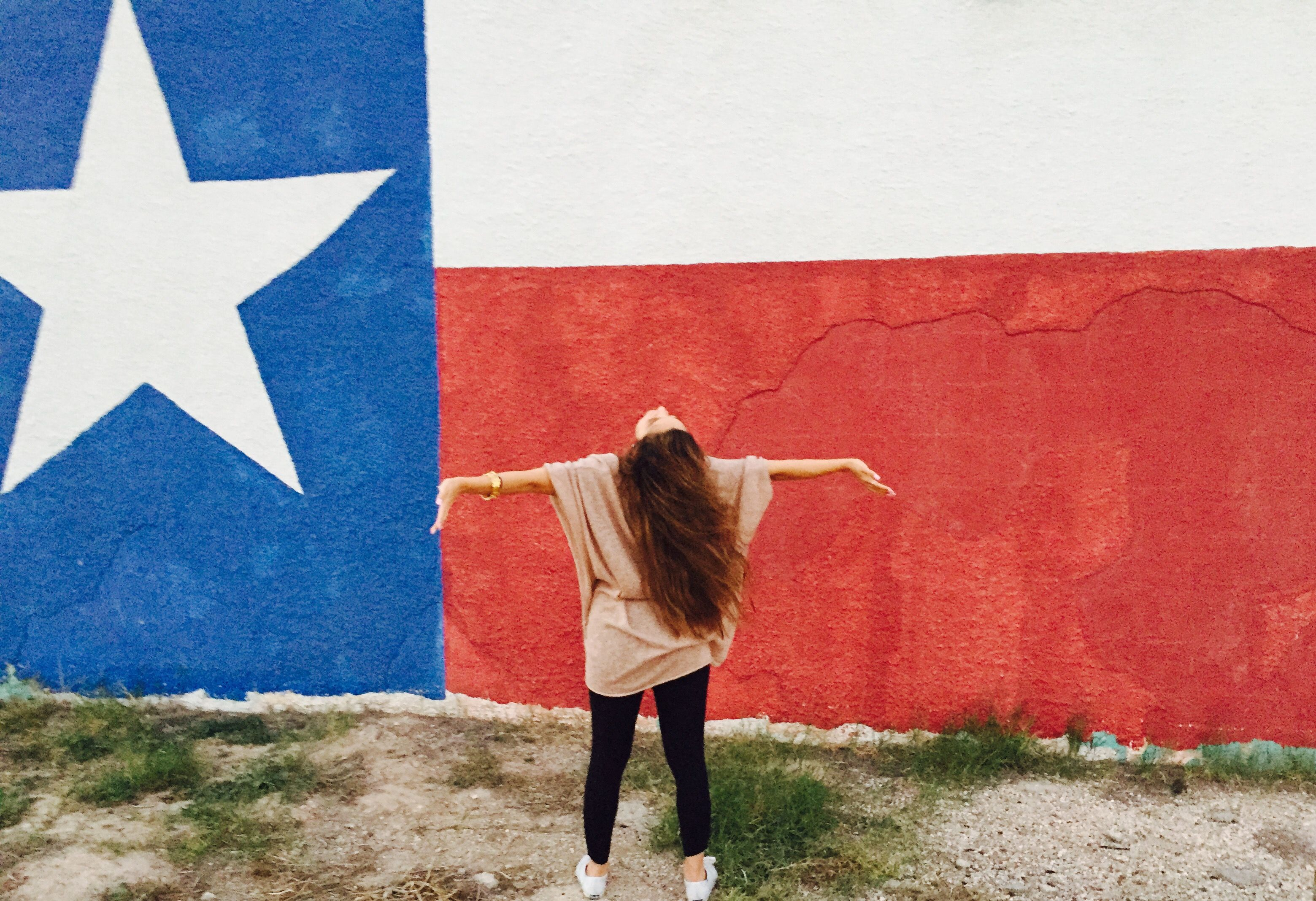 Going to El Paso, Texas. Painted walls are my favorite. - BrendaOffDuty