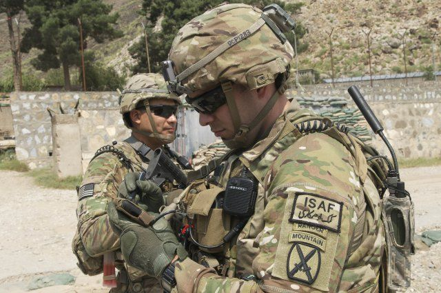 Us Army Issues Draft Rfp For Additional Rifleman Radios Http Www Army Technology Com News Newsus Army Issues Draft Rfp For Addit Us Army Army Military Heroes