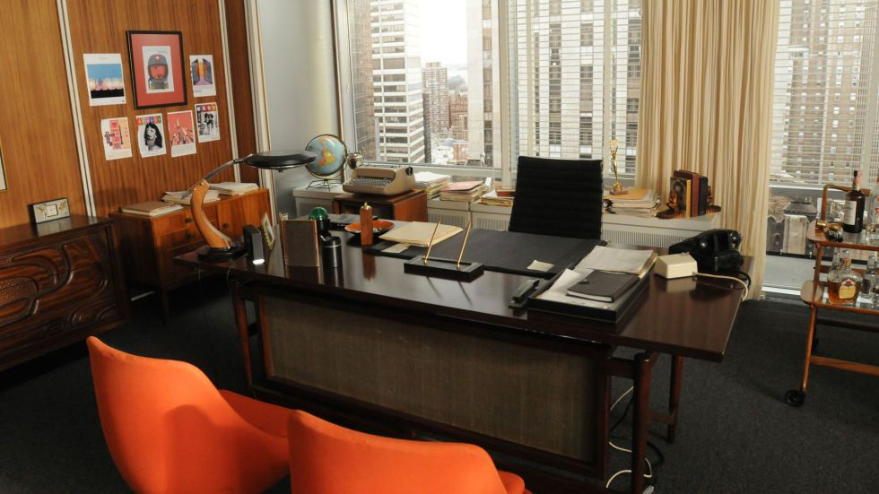 High Quality Don Draperu0027s Office Features A Dark Wood Desk. A Pop Of Color Comes From A