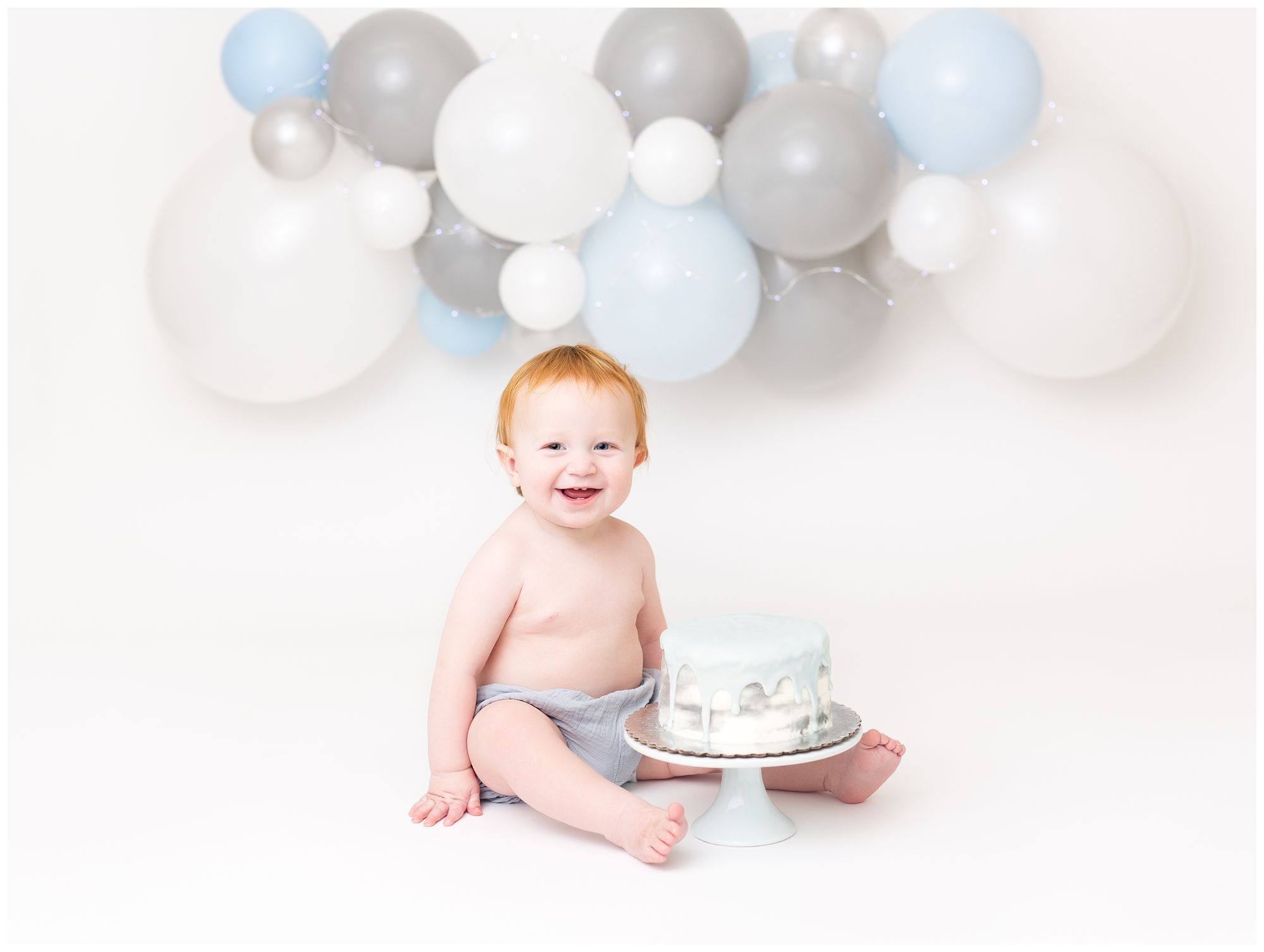 Blue Grey White balloon garland with grey blue water color cake | Smash cake boy, Cake smash pictures, Cake smash inspiration