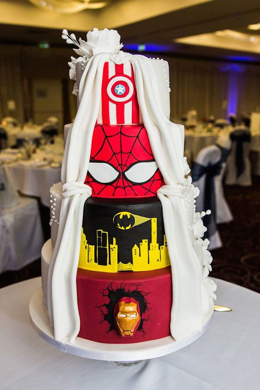 When A Comic Book Buff And His Fiancée Got Married, They Decided To Treat  Their Guests To A U0027Two Faceu0027 Wedding Cake That Would Satisfy Both The  Superhero ...