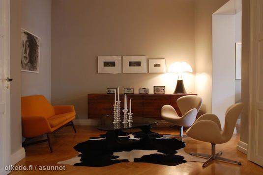 Scandinavian homes: Swan chairs, Iittala candle holders