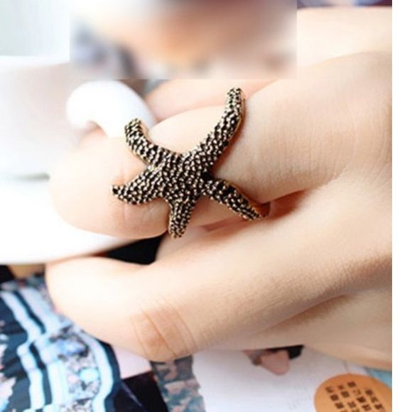 Adorable starfish ring! Super cute starfish ring. Adjustable. Alloy material. Jewelry Rings