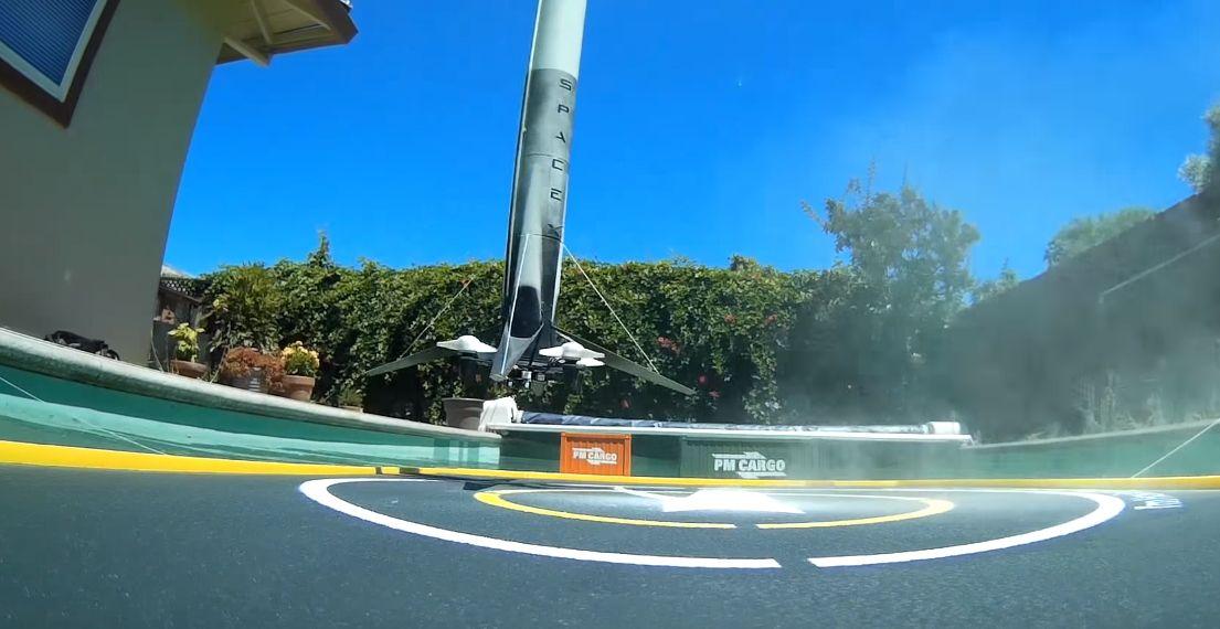 Conoce sobre Este Falcon 9 en miniatura también aterriza sobre una plataforma flotante… en la piscina