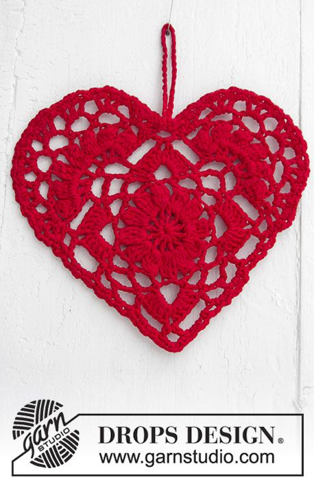 Crocheted heart for Christmas. The piece is worked in DROPS Safran ...