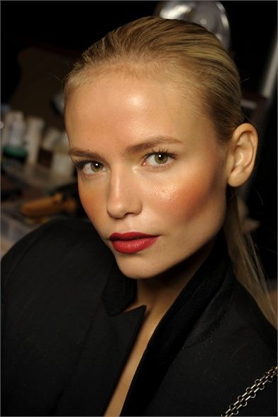 Natasha Poly and her natural look with red lipstick.