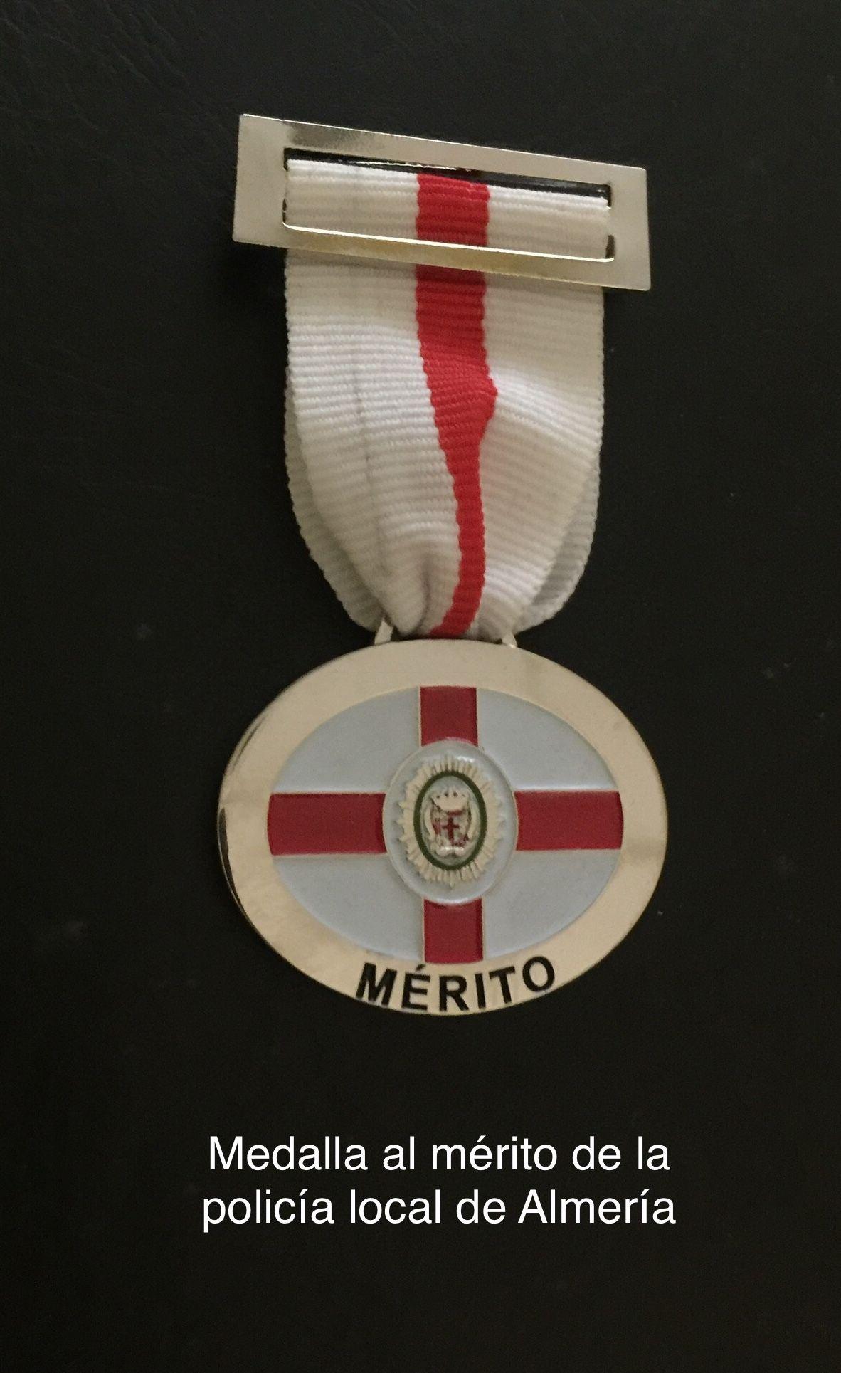 Condecoraciones Civiles Y Militares Españolas Insignia Online Condecoraciones Policía Local Medallas