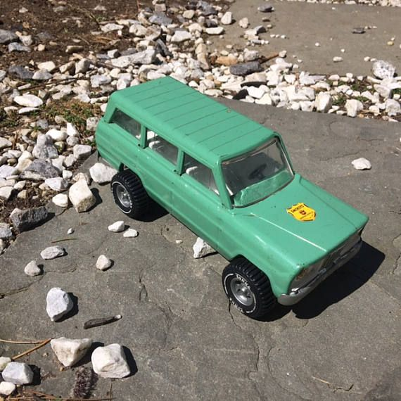 Vintage Tonka Jeep Wagoneer Smokey's Ranger Green Vehicle with Fold