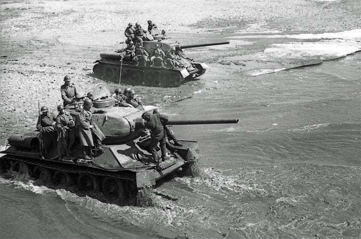 Tanques T 34 En Manchuria Tank Soviet Tank T 34